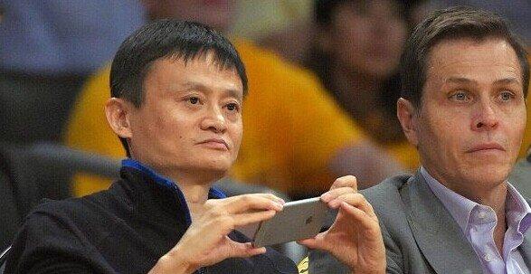 马云也用的iPhone手机了