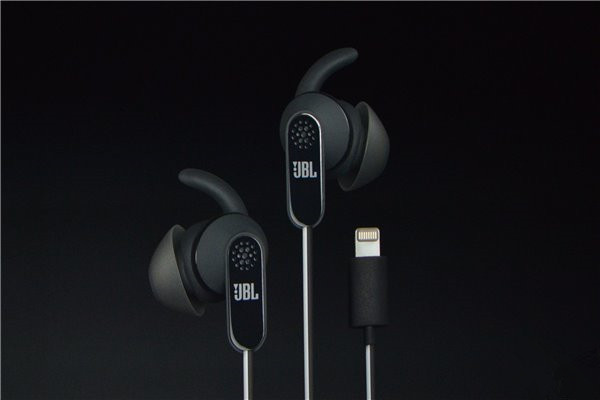 iPhone7/Plus真无3.5mm耳机接口,融合全新Lightning EarPods
