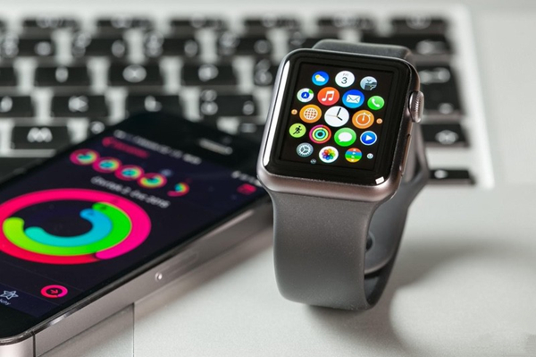 Apple Watch或改用圆形表盘 支持手势操控