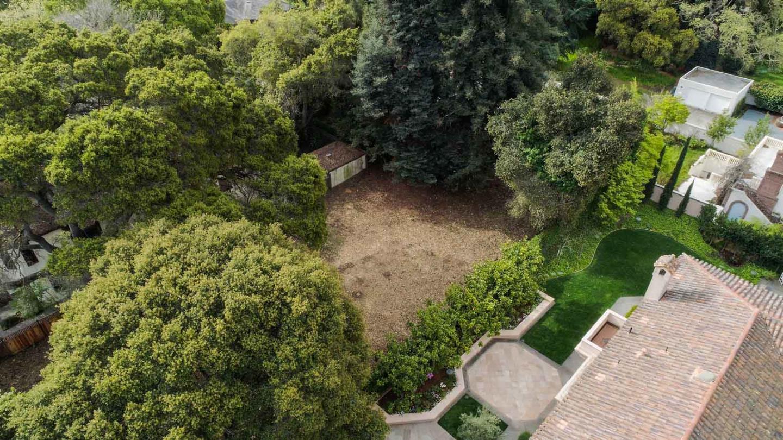 史蒂夫·乔布斯故居旁房屋售价高达 900 万美元