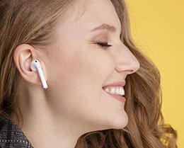 真无线耳机市场上有两种产品:苹果 AirPods 和其他品牌