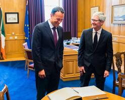 为庆祝苹果投资 40 年,库克获得爱尔兰总理奖励