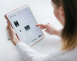如何在 iPad 上使用单手滑行键入?