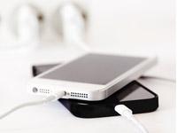 手机充电5大谣言:充电玩手机会爆炸吗?