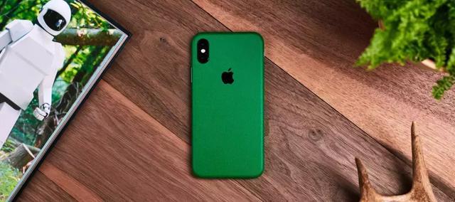 传苹果新款 iPhone 或将推全新墨绿色配色