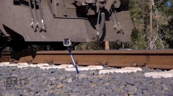 【视频】苹果iPhone5s遭遇火车