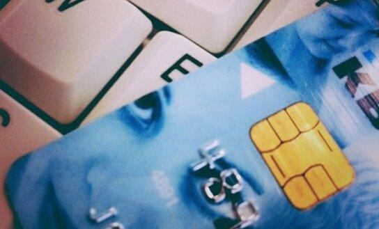 骗子用被停信用卡在苹果商店透支数十万美元