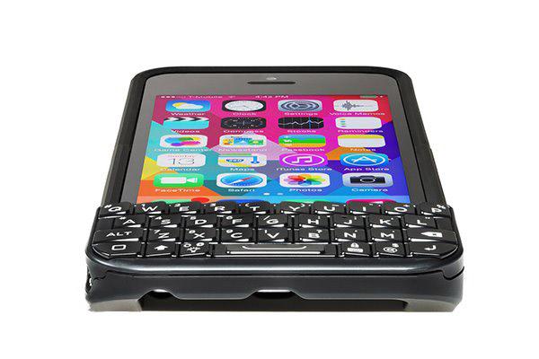 iPhone打字太慢?试试这款专用物理键盘吧