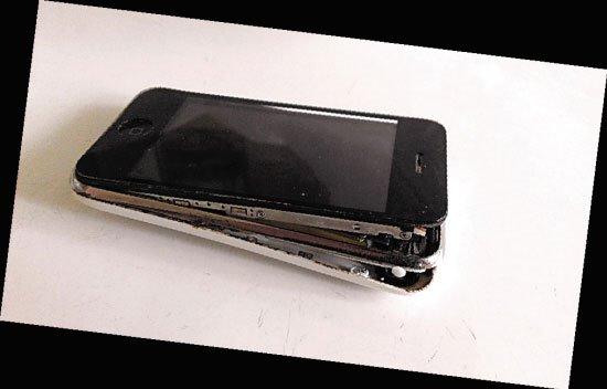 苹果iPhone3GS闲置数月,抽屉内突然爆开