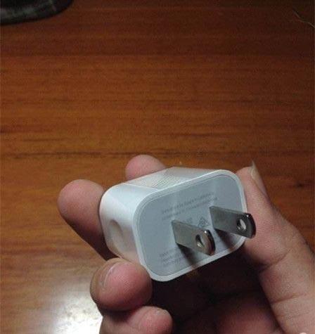 苹果iPhone6充电器谍照曝光:变化巨大