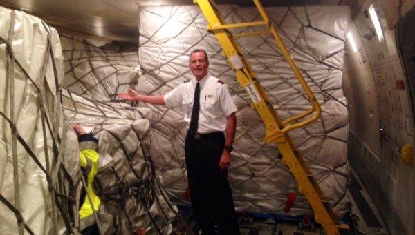 93吨iPhone6就这样放在了飞机上
