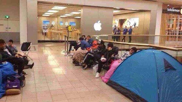 丢人!排队时打麻将等候iPhone6