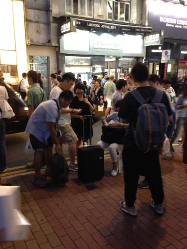 iPhone6国行上市,香港俨然集市