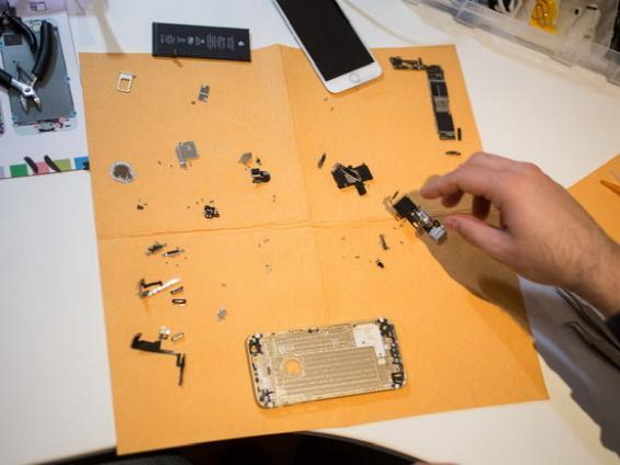 """看镀金iPhone 6是如何""""炼""""成的"""