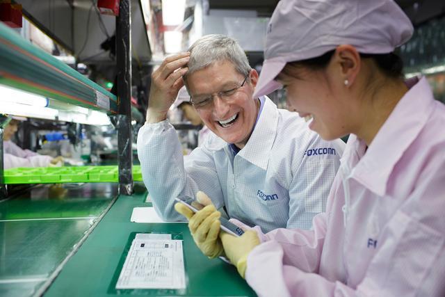库克到访富士康 亲自督战iPhone 6 Plus生产