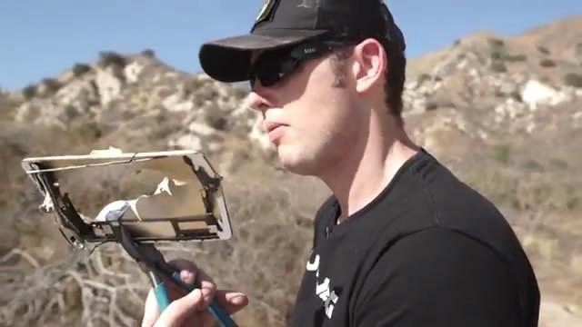 iPad mini 3暴力测试:遭遇50口径狙击枪