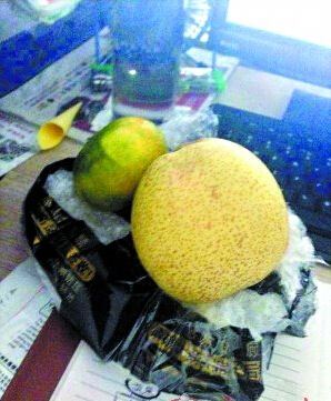 寄部苹果iPhone5s,收到一橘一梨