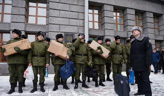 俄禁止新兵带iPhone入伍是假消息