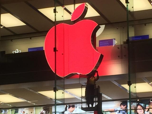 苹果将logo变成红色 支持世界艾滋病日