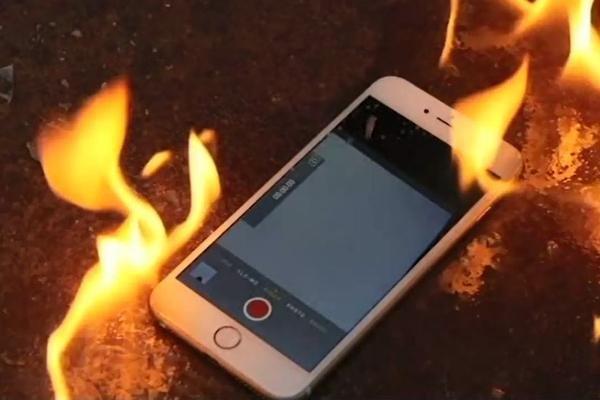 打砸虐待苹果iPhone6是病吗?