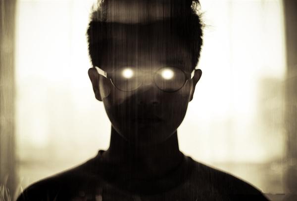 一天不离电子产品 容易造成屏幕眼
