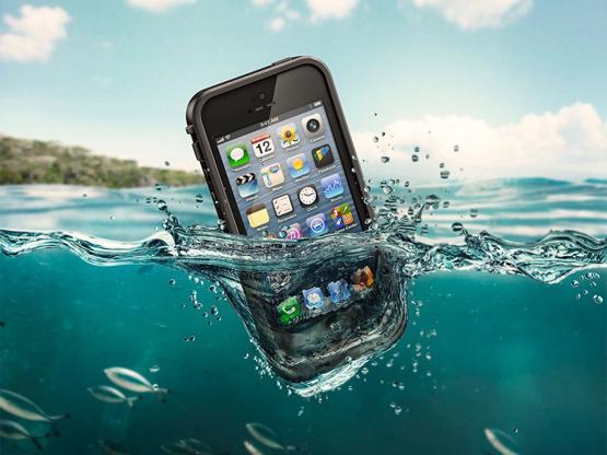 充电iPhone4掉进浴缸,24岁女子惨被电死