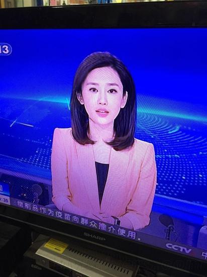 央视新闻女主播戴Apple Watch出镜