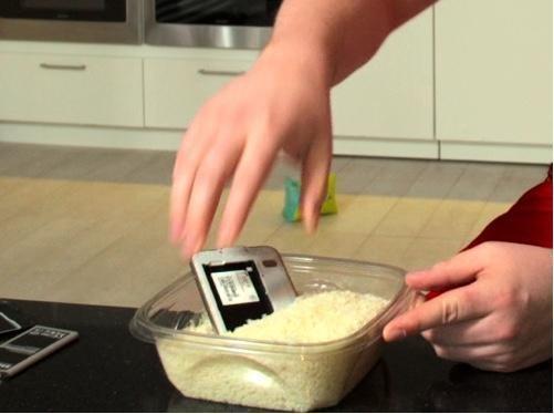 iPhone手机掉进水里后应该这么办?