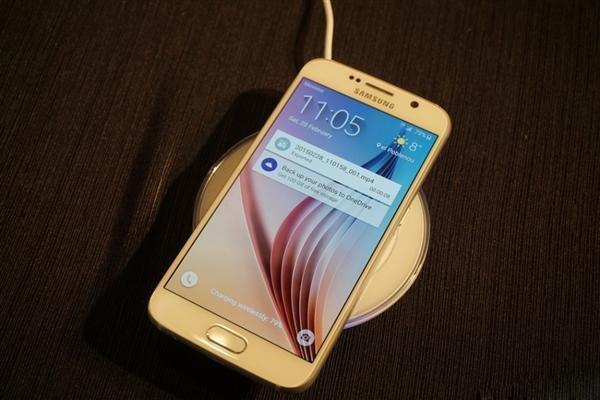 三星S6广告再度调戏苹果iPhone6:无线充电你可有?