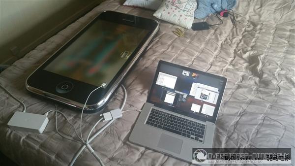 30英寸的巨型iPhone 3G是什么样的感觉