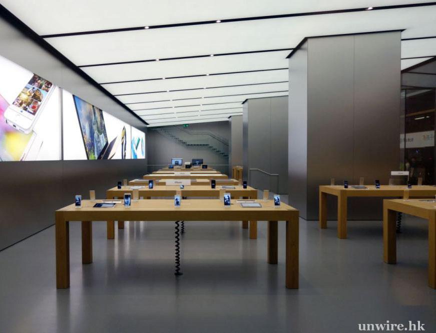 Cook 感谢参加香港广东道 Apple Store 开业的果粉