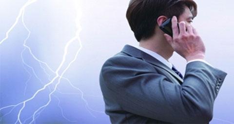 充电不能玩手机,雷雨天少玩手机
