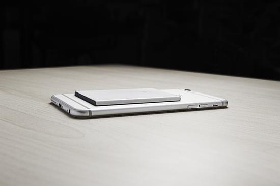 """只要加上""""它"""",你的iPhone也可以双卡双待了"""