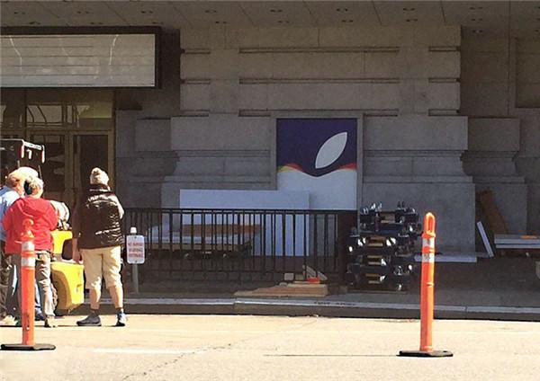 为发布会做准备,苹果开始装饰比尔·格雷厄姆市政礼堂