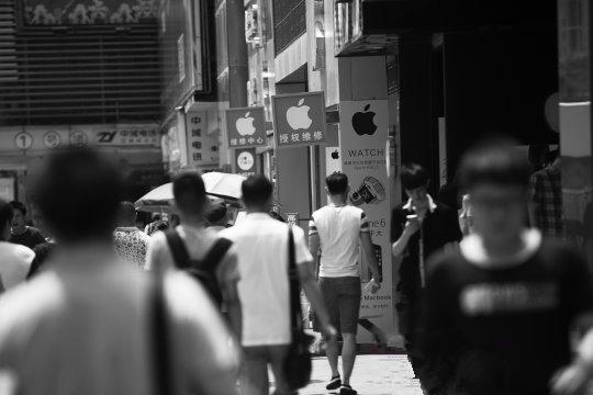 """华强北,一条街内有30家""""苹果店"""""""