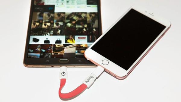 屌炸天:iPhone没电你可以从Android上偷
