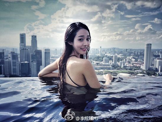 中传媒校花李炫臻晒泳池照片  回眸秒杀众宅男