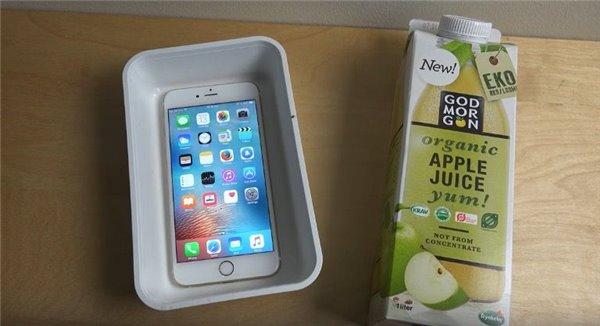 把iPhone6s Plus放入苹果汁浸泡  真的好吗?