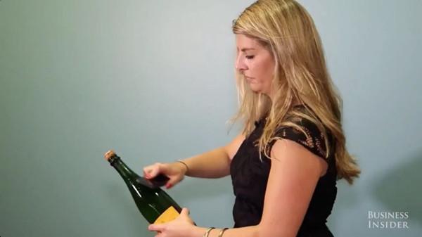 新年开香槟新法:拿出你的iPhone 5即可