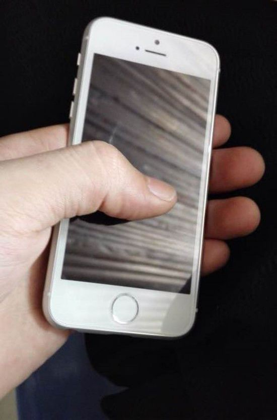 "iPhone 6c真机图曝出:机型有点""矮肥圆"""