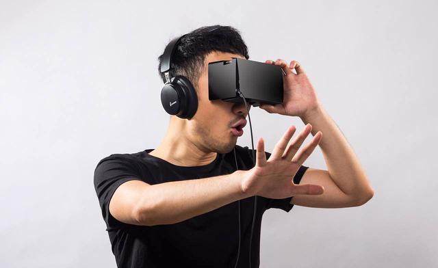 CES 2016 VR成人电影的真实体验:一切触手可及