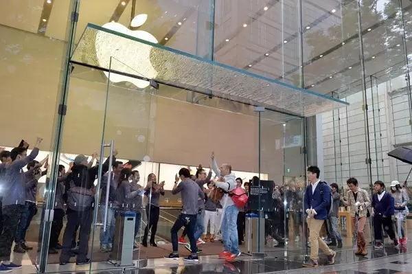 平均一天卖出63万部  这就是苹果iPhone的销量