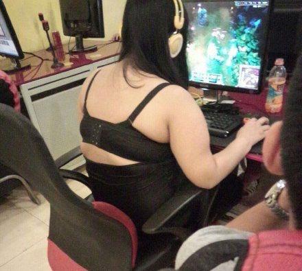 韩国人打不机器人,看样子还得靠中国熊孩子在电竞中阻止人工智能?