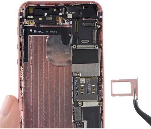 "iPhone SE拆解:看看在 iPhone SE 里装了什么""新酒"""