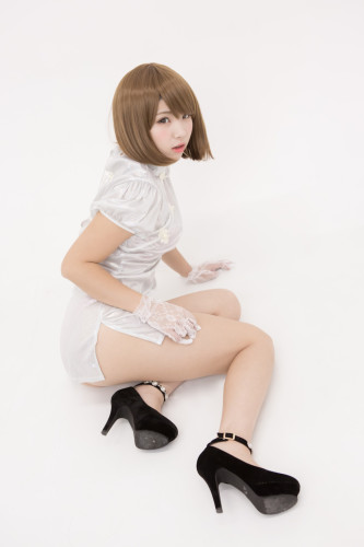 丝毫不惧走光 迷之萌妹Enako挑战史上最短旗袍
