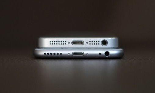 苹果iPhone7取消耳机接口,果粉们往哪插?