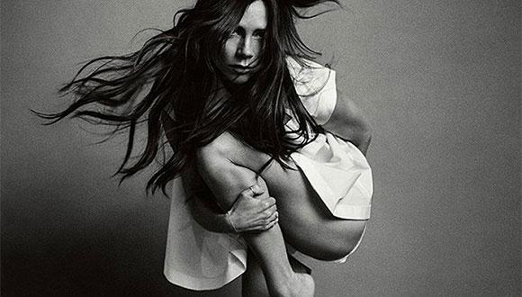 维多利亚为Vogue拍摄的照片上大腿少了一截 被指PS失败