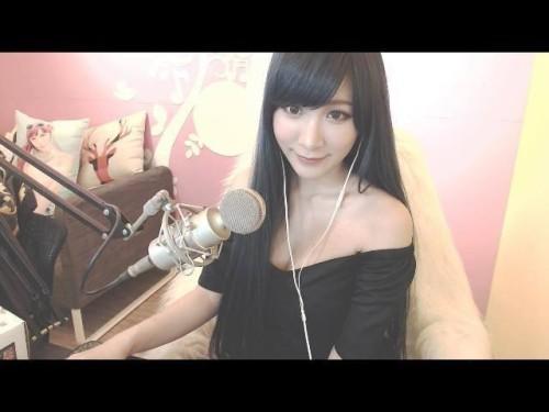 台湾36E游戏女主播晒私照 衣服都要被撑爆了