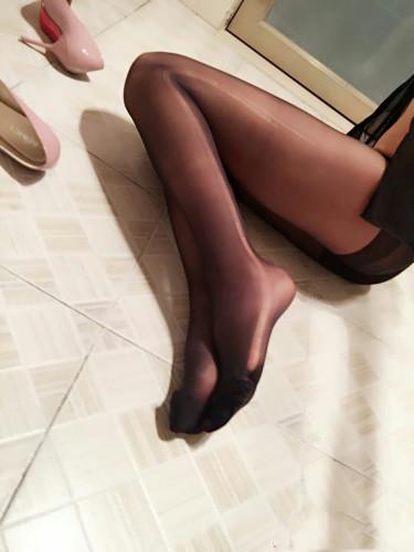 你要的嘿长直!黑丝美腿嫩足诱惑