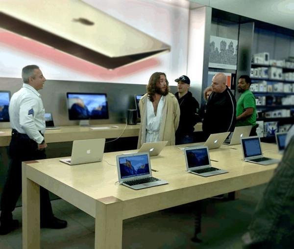 """难道耶稣也是果粉?Apple Store惊现 """"耶稣"""""""